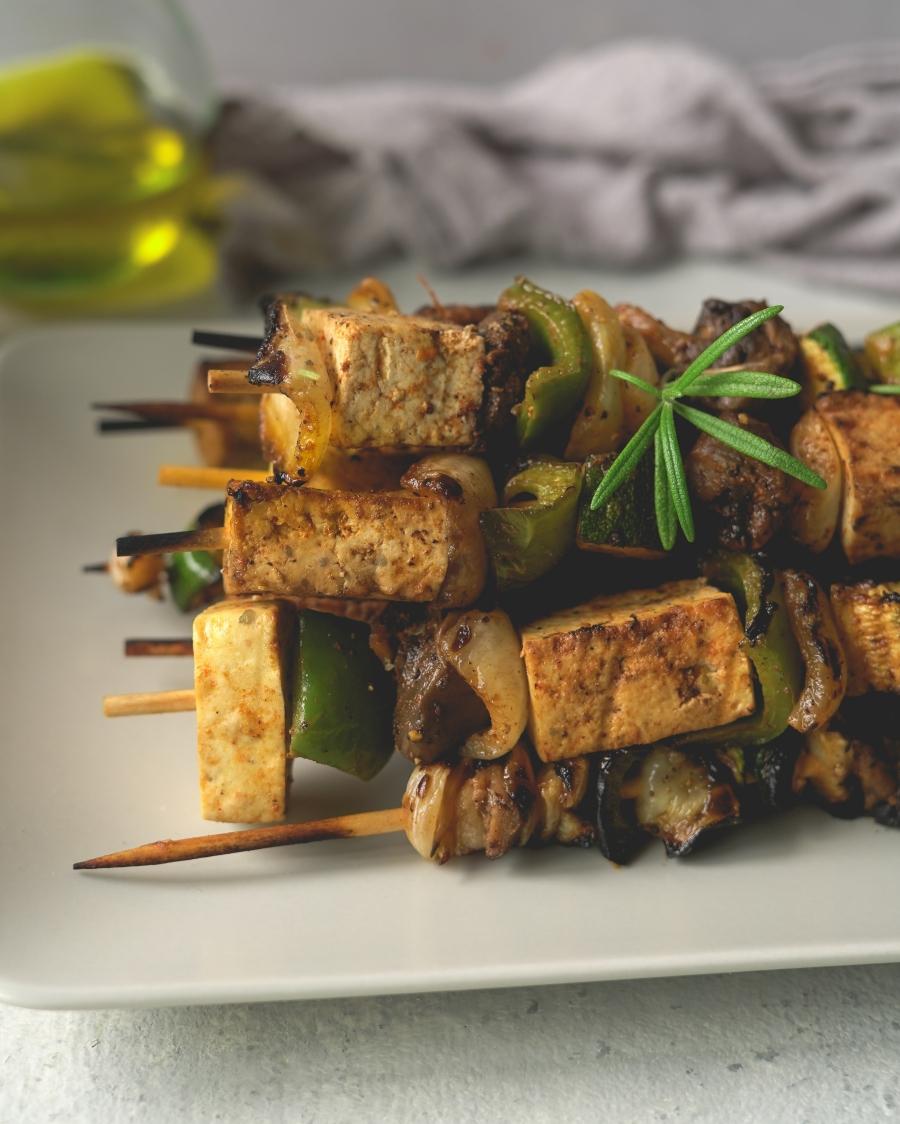 espetadas tofu e legumes