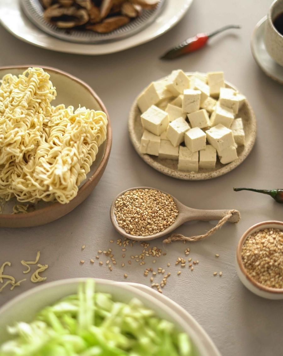 Noodles de legumes e tofu (vegan)